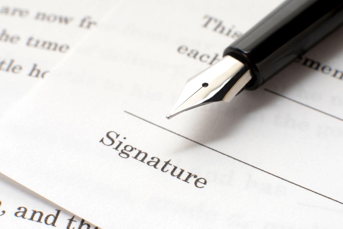 Przed zaciągnięciem pożyczki, należy dokładnie zapoznać się z umową.